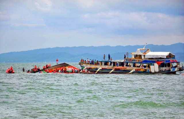 Αλιευτικό βυθίστηκε στη Νοτιοανατολική Ασία
