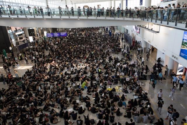 Χονγκ – Κονγκ: Ακυρώθηκαν όλες οι πτήσεις