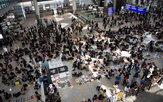 Χονγκ Κονγκ: Συνεχίζονται οι κινητοποιήσεις στο αεροδρόμιο