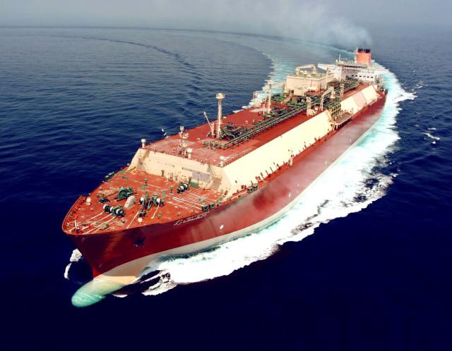 «Μάχη» για την πρωτοκαθεδρία στις εξαγωγές LNG