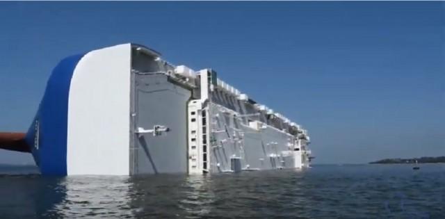 Πλοίο ανετράπη στις ΗΠΑ (βίντεο)