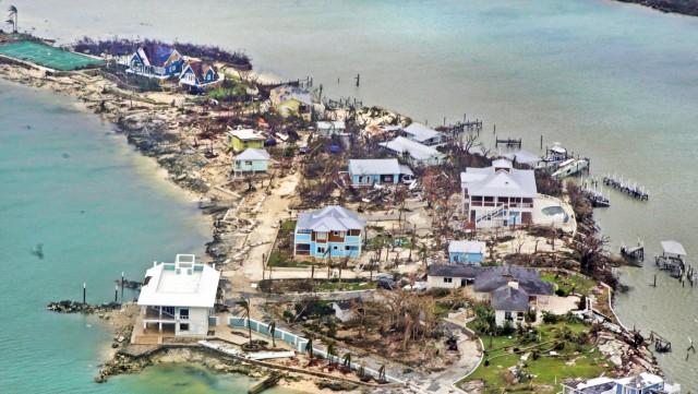 Συντρίμμια αφήνει πίσω ο τυφώναςDorian