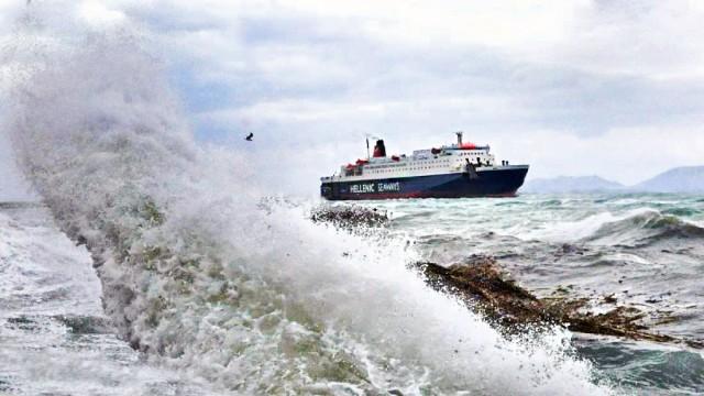 Δεμένα τα πλοία στα λιμάνια λόγω… ΕΜΥ