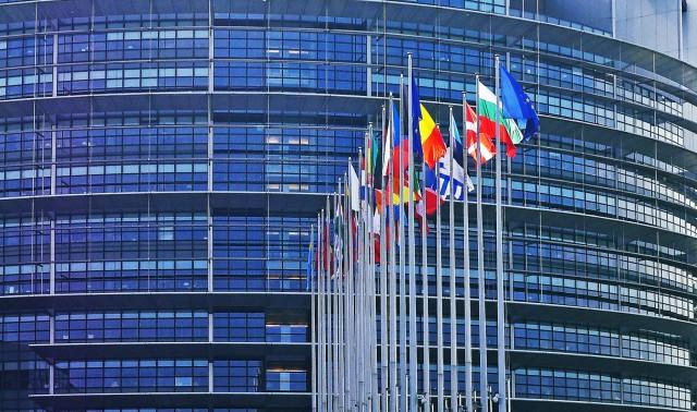 Τέλος στο «ξέπλυμα χρήματος» επιχειρεί να βάλει το ΕΚ