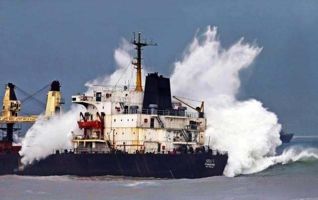 Τυφώνας «περικυκλώνει» την Ιαπωνική Θάλασσα
