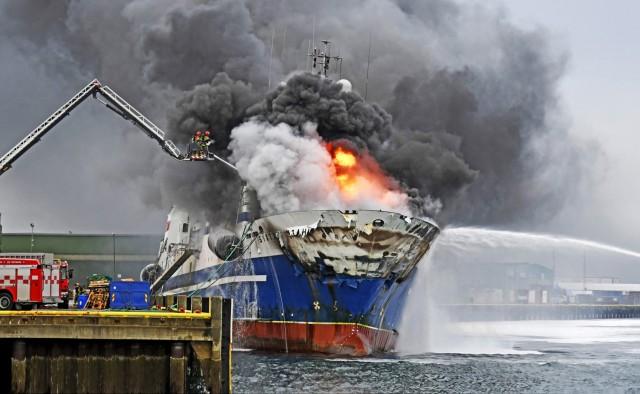 Πυρκαγιά σε αλιευτικό σκάφος στη Νορβηγία (Φωτό-βίντεο)