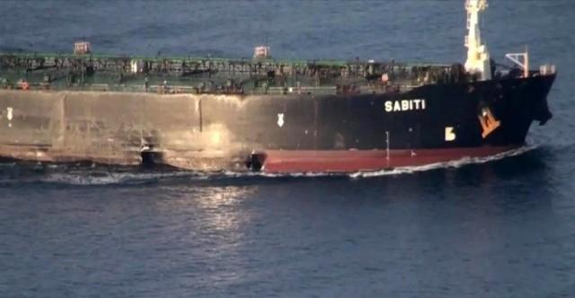 Φωτογραφίες από το ιρανικό τάνκερ που δέχθηκε επίθεση στην Ερυθρά Θάλασσα