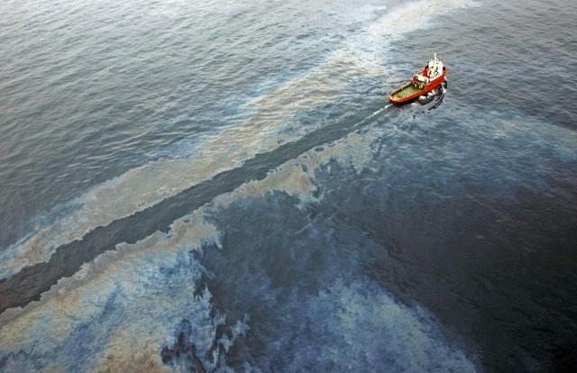 «Kαμπανάκι» για πετρελαιοκηλίδα στη Βραζιλία