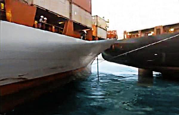 Σύγκρουση πλοίων σε λιμάνι του Πακιστάν