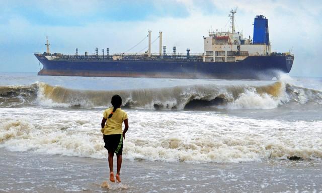 Προσάραξη δεξαμενόπλοιου στην Ινδία