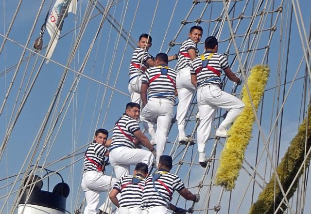 Από τη μαρινιέρα στο reefer jacket: Η ναυτική παράδοση στη σύγχρονη ενδυμασία