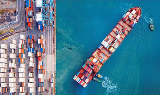 Η επέλαση των μεγάλων containerships