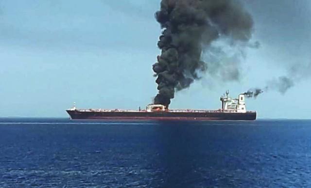 Ισχυρή έκρηξη σε δεξαμενόπλοιο (βίντεο)