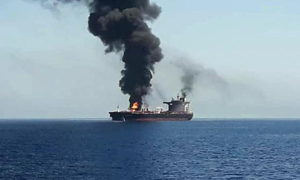 Φωτιά σε δεξαμενόπλοιο στη Σιγκαπούρη