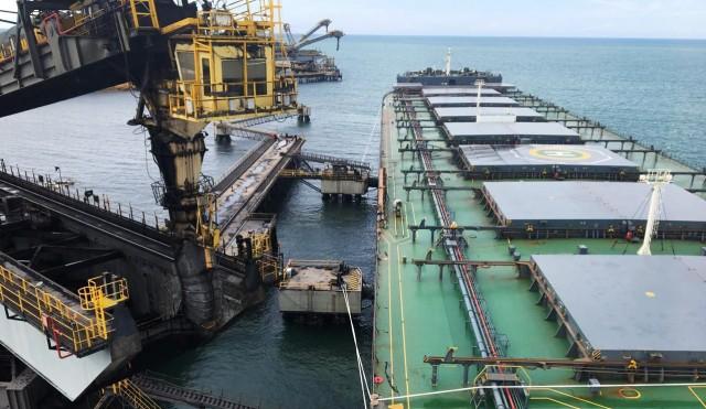 Το μεγαλύτερο πλοίο μεταφοράς άνθρακα στο Bolivar