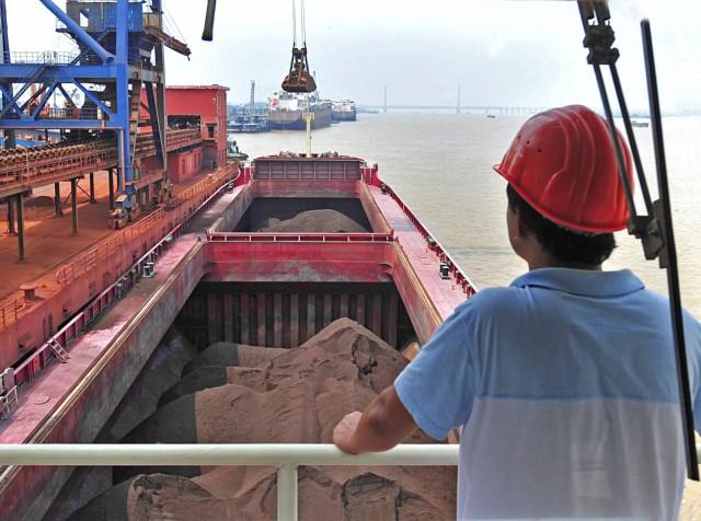 Καθοδική πορεία για τις κινεζικές εισαγωγές σιδηρομεταλλεύματος