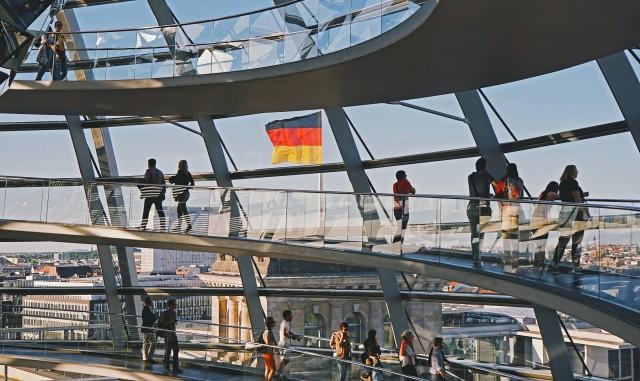 Γερμανία: Στο… τσακ απεφεύχθη η ύφεση