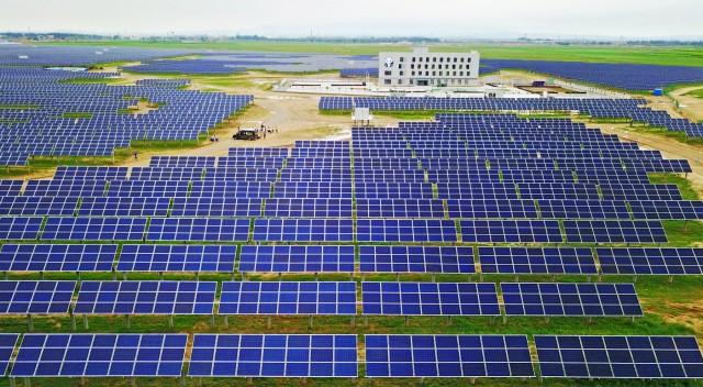 Επίσημη πρώτη για το μεγαλύτερο ηλιακό πάρκο στον κόσμο