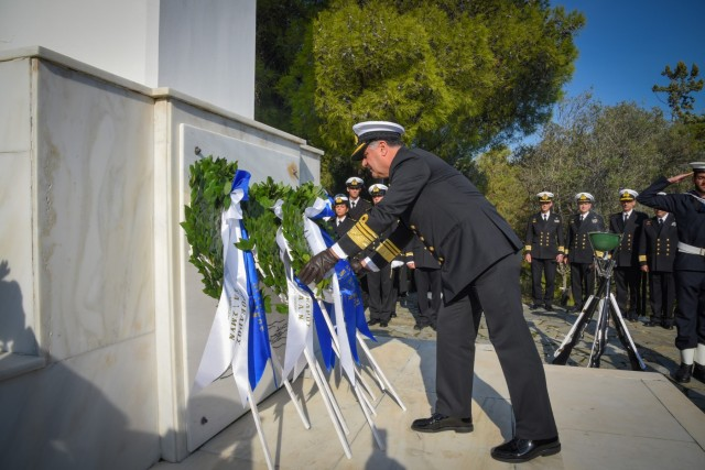 Το Πολεμικό Ναυτικό τιμά τη μνήμη των πεσόντων ναυτικών
