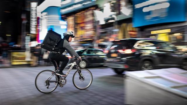 Amazon, UPS και DHL «ψηφίζουν» ποδήλατο