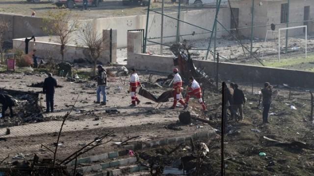 """Η Τεχεράνη παραδέχθηκε ότι κατέρριψε """"από λάθος"""" το ουκρανικό αεροπλάνο"""