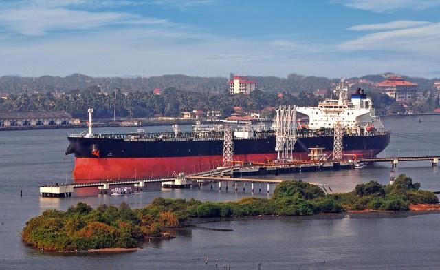 Η Ινδία αναζητά νέες πηγές εισαγωγής πετρελαίου