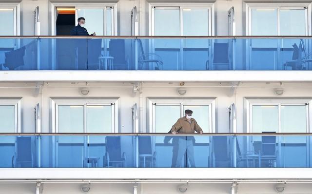 Σε καραντίνα κρουαζιερόπλοια με χιλιάδες επιβάτες