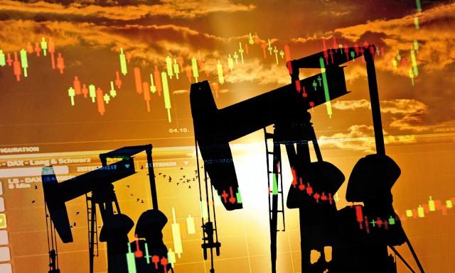 Γιατί κατρακυλά η τιμή του πετρελαίου;