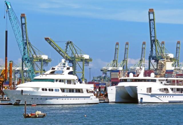 Ανατροπή και ημιβύθιση πολυτελούς θαλαμηγού στο Πέραμα