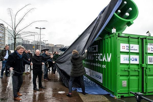 Πλωτή μπαταρία αποκτά το λιμάνι του Άμστερνταμ