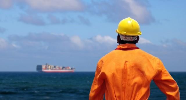 Ανησυχία σχετικά με τους περιορισμούς στην αποβίβαση των ναυτικών στα λιμάνια