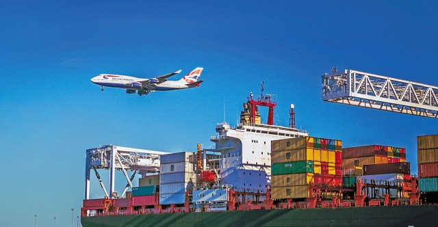 «Βραχυκύκλωμα» για τους βρετανικούς λιμένες και τις μεταφορές