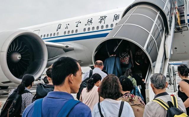 Η Κίνα κλείνει τα σύνορά της