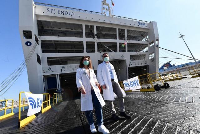 Πλοίο μετατρέπεται σε πλωτό νοσοκομείο