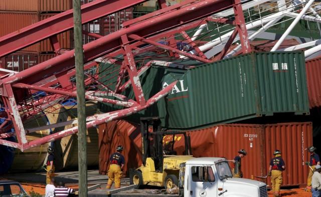 Λιμάνι Μπουσάν: Γερανός κατέρρευσε μετά από πρόσκρουση πλοίου (βίντεο)