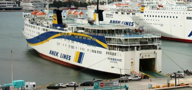 Ελαφρά πρόσκρουση του «Πρέβελης» στο λιμάνι της Σαντορίνης