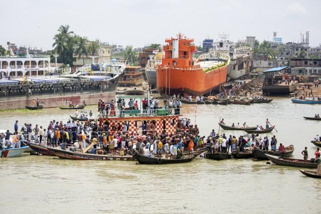 Πολύνεκρη ναυτική τραγωδία στο Μπαγκλαντές
