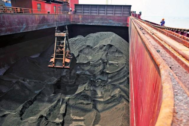 Άνθρακας: «Ασθενής» το θαλάσσιο εμπόριο