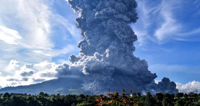 Ινδονησία: Εξερράγη το ηφαίστειο Σίναμπουνγκ