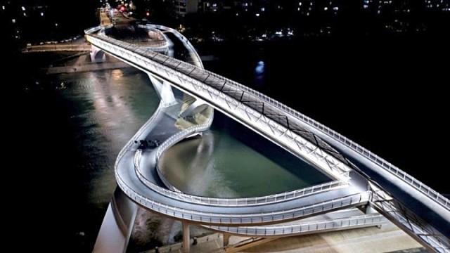 Μια γέφυρα «μαίανδρος στο άπειρο»