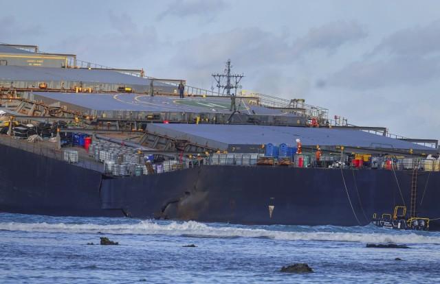 Μαυρίκιος: Κόπηκε στα δύο το φορτηγό πλοίο