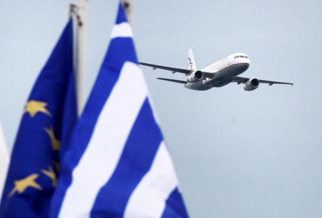 Σε ελεύθερη πτώση η αεροπορική επιβατική κίνηση στην Ελλάδα
