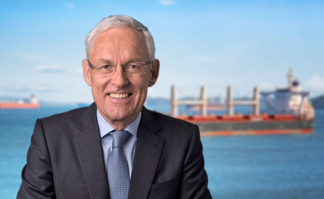 ICS: Ανανέωση της εμπιστοσύνης στον Esben Poulsson