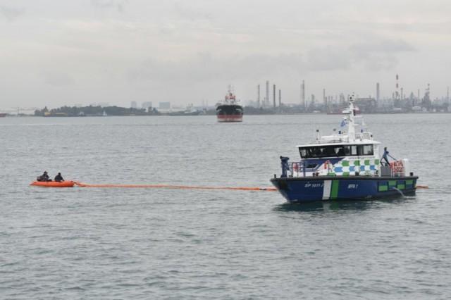 Σιγκαπούρη: Επιτυχής άσκηση για την αντιμετώπιση πετρελαιοκηλίδας