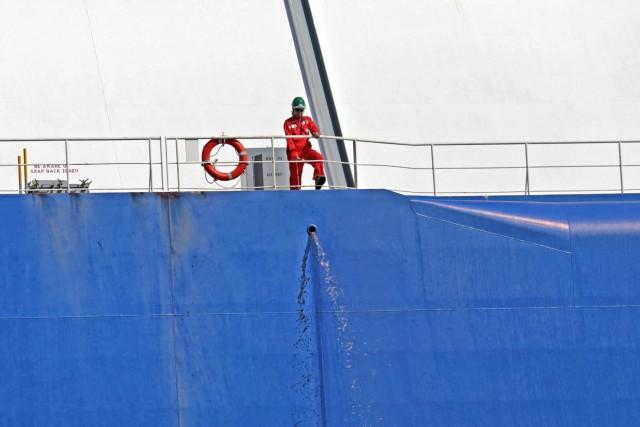 Όμηροι ναυτικοί μετά από επίθεση σε πλοίο