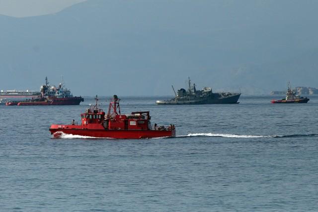 Σύγκρουση πολεμικού σκάφους με εμπορικό πλοίο στον Πειραιά