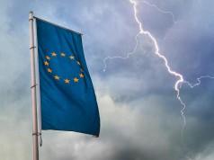 Βαριά ομίχλη εν πλω: Δυσοίωνες προβλέψεις για την Ευρωζώνη