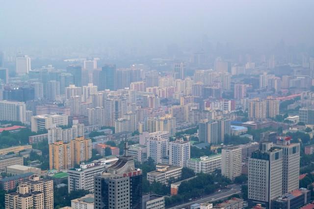 Πώς η μολυσμένη ατμόσφαιρα στις μεγαλουπόλεις ωθεί στην κατανάλωση πλαστικών μιας χρήσης