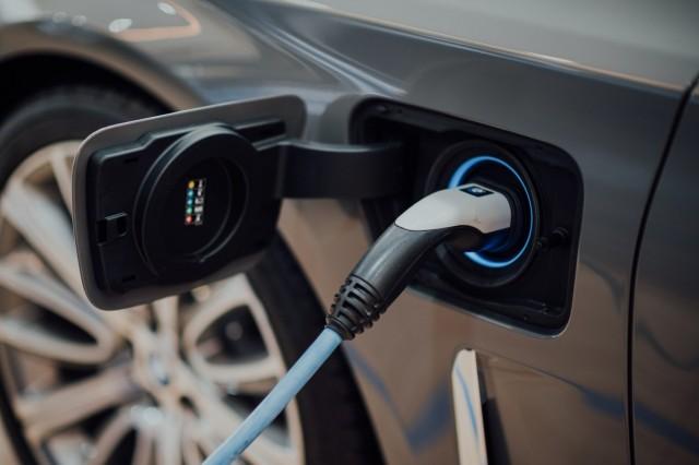 Aμείωτες οι πωλήσεις ηλεκτρικών οχημάτων στην ΕΕ