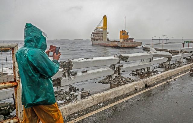 Tυφώνας χτυπά τις Φιλιππίνες